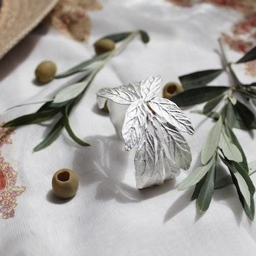 Pistachio Branch Armband, silver