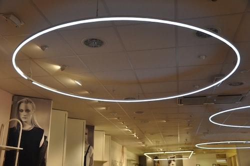 LED Pendlar - 250 cm i diameter