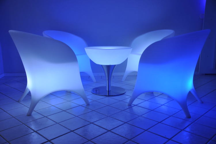 LED loungegrupp, 4 fåtöljer & bord - Uppladdningsbar
