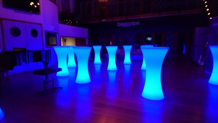 Ståbord/barbord - RGB LED Uppladdningsbara