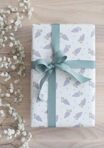 Presentpapper 'lilac flowers'
