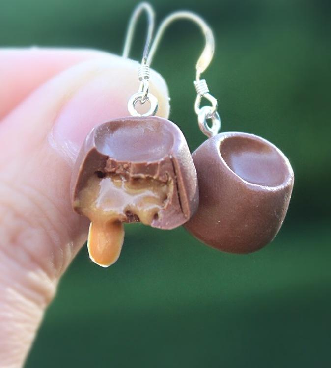 Ett Örhänge, choklad med kolasås