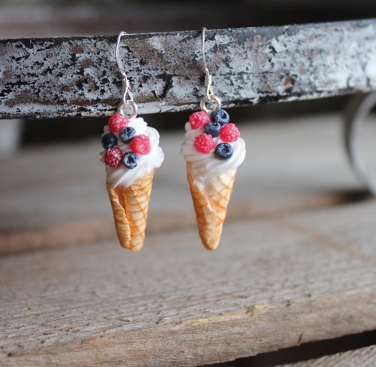 Ett Örhänge, mjukglass med hallon och blåbär
