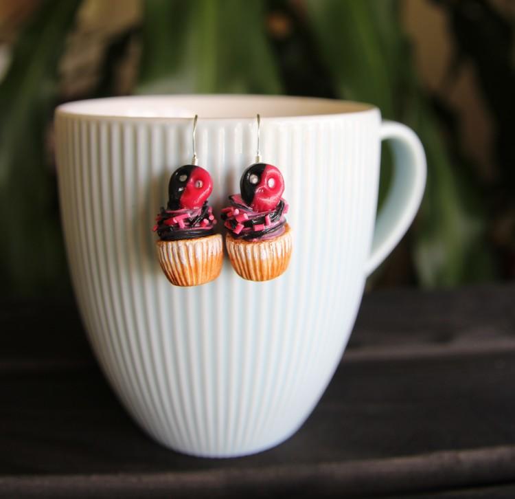 Ett Örhänge, cupcakes med hallon/lakritsskalle