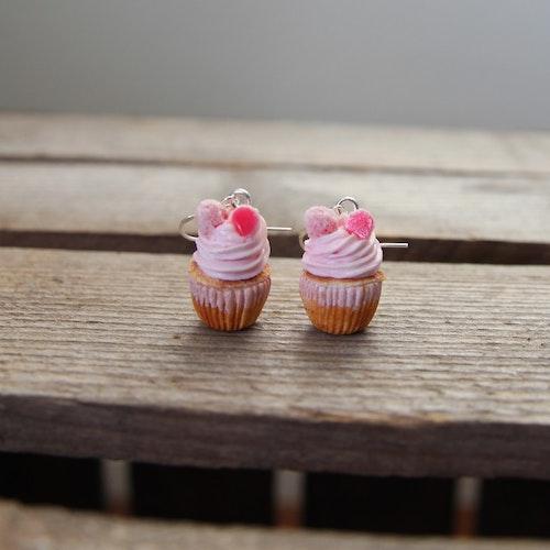 Ett örhänge, cupcakes med gelehallon