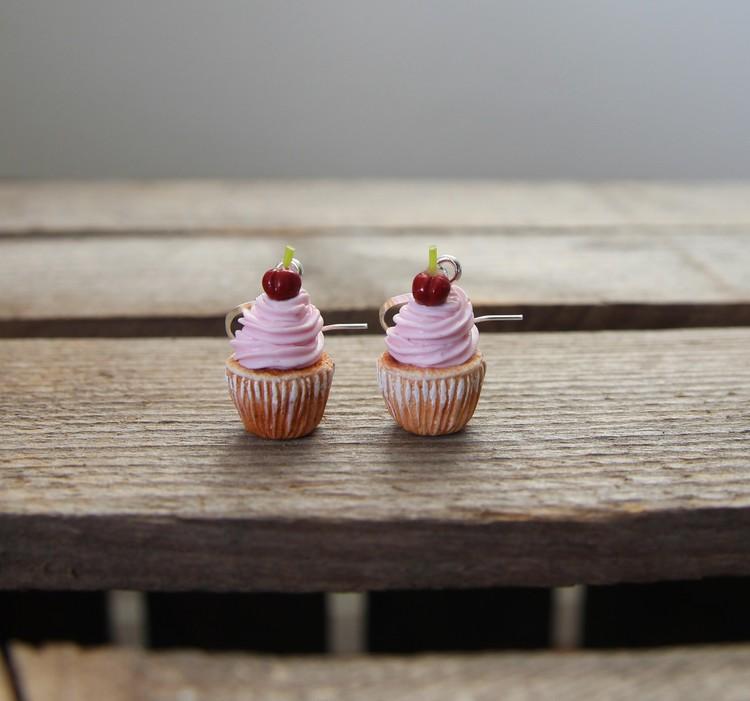 Örhängen, rosa cupcakes med körsbär