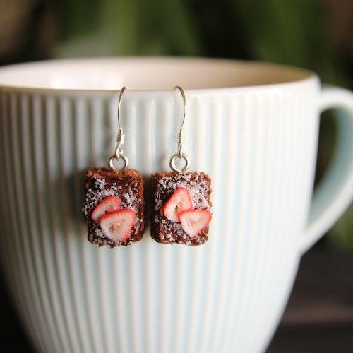 Örhängen, Kärleksmums med skivade jordgubbar
