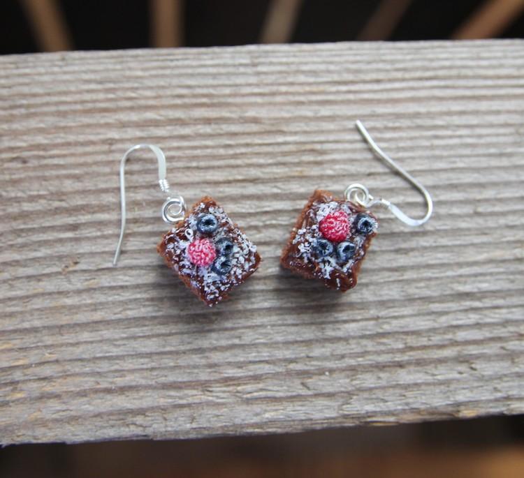 Örhängen, Kärleksmums med hallon och blåbär