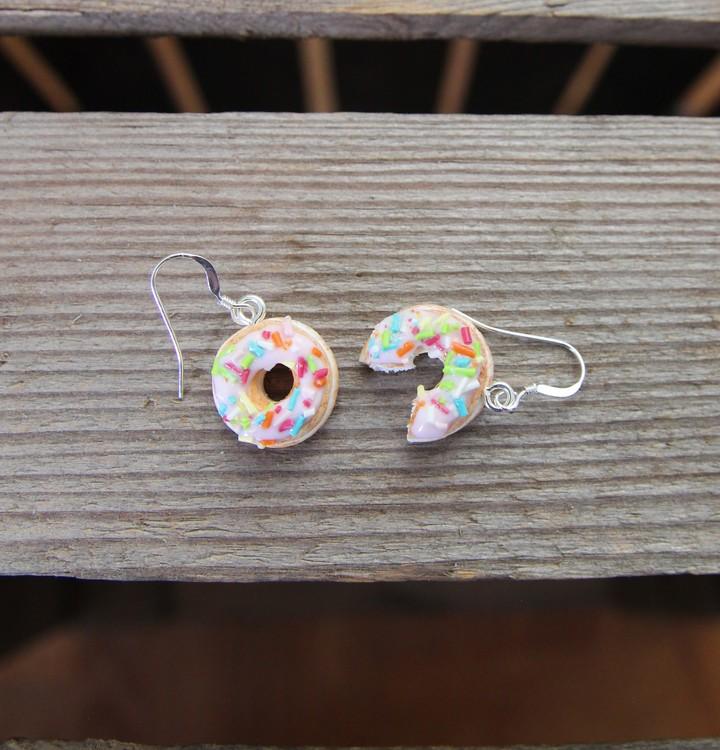 Örhängen, donuts med rosa glasyr och strössel