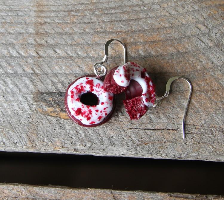 Örhängen, red velvet donuts