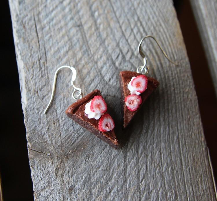Örhängen, Kladdkakor med grädde och jordgubbar