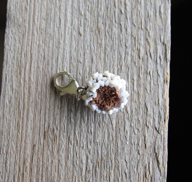 Halsbandshänge, chokladboll med pärlsocker