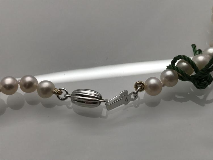 Halsband, pärlor