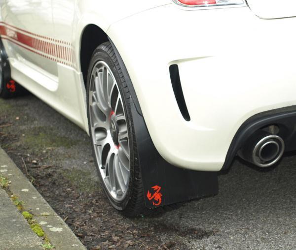 Fiat 500 Abarth Stänklappar