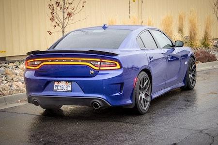 Svarta stänkskydd i diskret utförande till Dodge charger