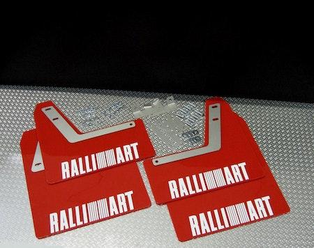 Röda stänkskydd med vit Ralliart text till Mitsubishi Evo