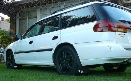 Subaru Legacy stänklappar  1995 - 1999