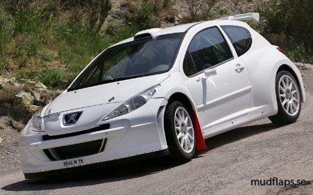 Peugeot 207 med röda stänkskydd