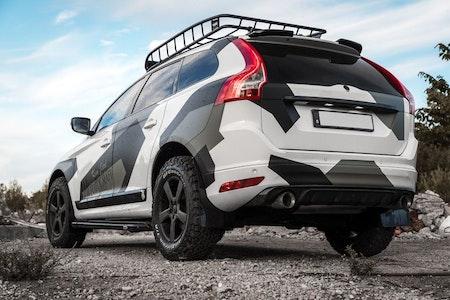 Volvo camo med stora hjul och stänkskydd safari