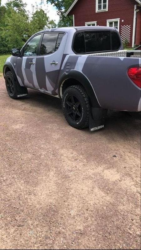 Camouflage folie på pick-up och stora stänkskydd