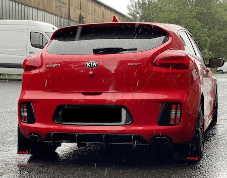 Stänkskydd monterade på en Kia Pro Ceed GT