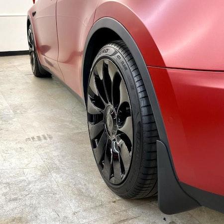 Tesla Y stänkskydd i original utseende
