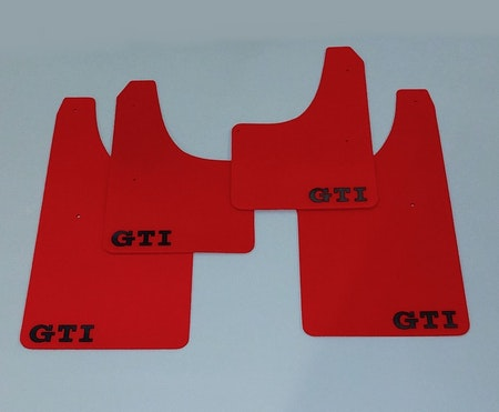 Röda stänkskydd med GTI dekal