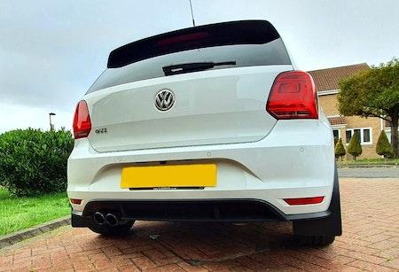 Stänklappar på en Volkswagen Polo
