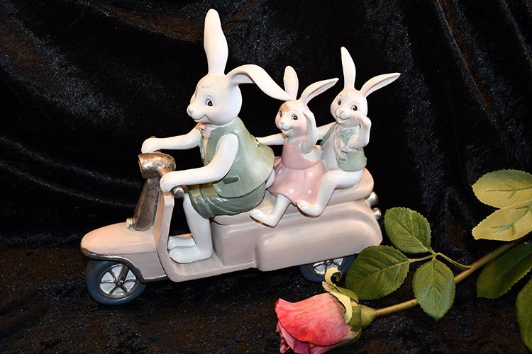 Kaniner på Vespa