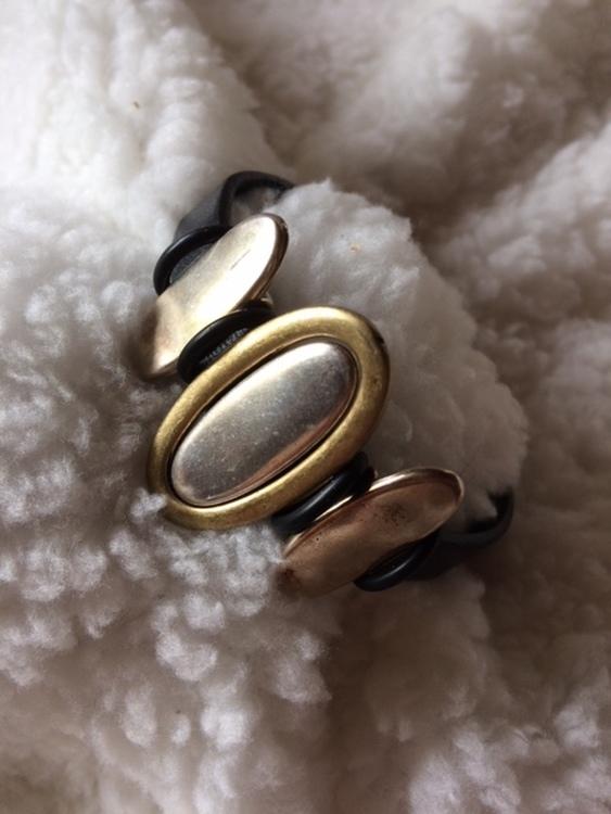 Armband i äkta läder med magnetlås, eget hantverk, passar handled 16,5 cm