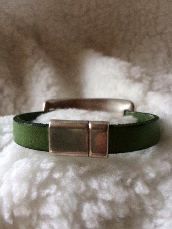 Armband i äkta läder med magnetlås, eget hantverk, handled 19 cm