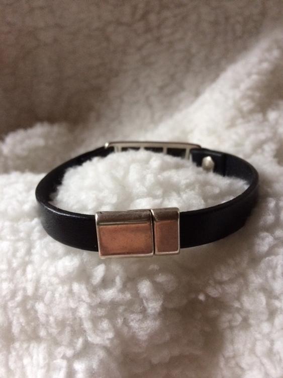 Armband i äkta läder med magnetlås, eget hantverk, handled 20,5 cm
