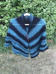 Stickad sjal/poncho i Alize Naturale batik eller Naturale om du vill göra en enfärgad eller randa själv.