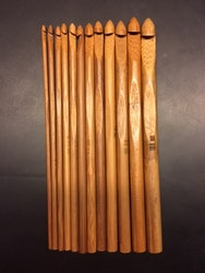 Helt paket med virknålar i bambu, storlekar 3-10 mm