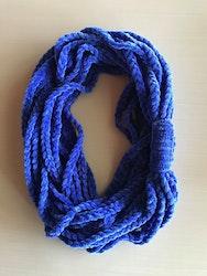 Idè, halsduk/scarfs av fleecegarn.