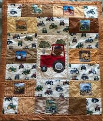 Lapptäcke/babytäcke/quilt med nalle på traktor