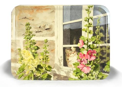 """Bricka i trä 43×33 cm med """"Sonja i fönstret""""/ finns till salu på Tradera"""