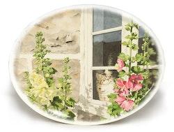"""Oval bricka """"Sonja i fönstret"""""""