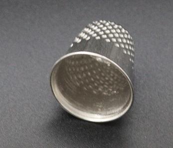 Hemline Fingerborg i metall