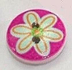 Rund träknapp rosa bakgrund och blomma ovanpå två hål