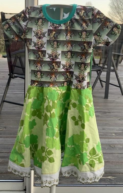 Klänning med Älvor och blommor stl. 104