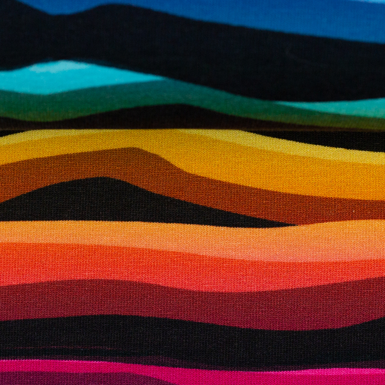 Wavy Stripes Rainbow/black