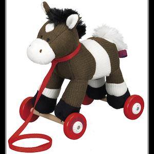 Stickad Draghäst på Hjul