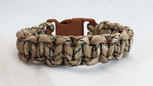 Överlevnads-armband Desert Camo