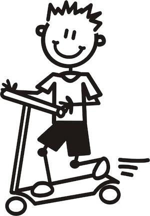 Ung Pojke med sparkcykel
