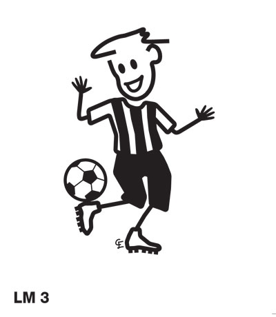 Pojke spelar fotboll