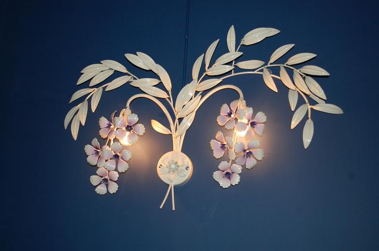 Wandleuchte, Bemalte Blume 80 cm - Nach Hans Kögl