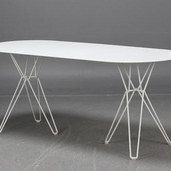 Demo tisch, Massproductions TIO Table - Chris Martin