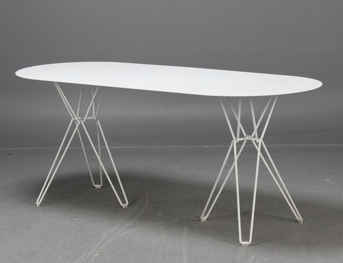 Demo tisch, Massproductions TIO Table - Chris Martin