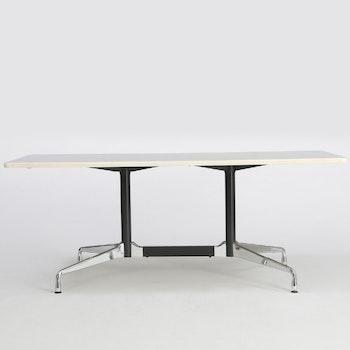 Konferenztisch von Vitra (Basis) & Herman Miller (Tischplatte) Segmented Table